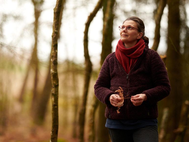 Caroline Tonoli, thérapeute par la voix et le son à Néant-sur-Yvel au coeur de la forêt de Brocéliande. Thérapie pour les femmes, les hauts-potentiels, les hypersensibles.